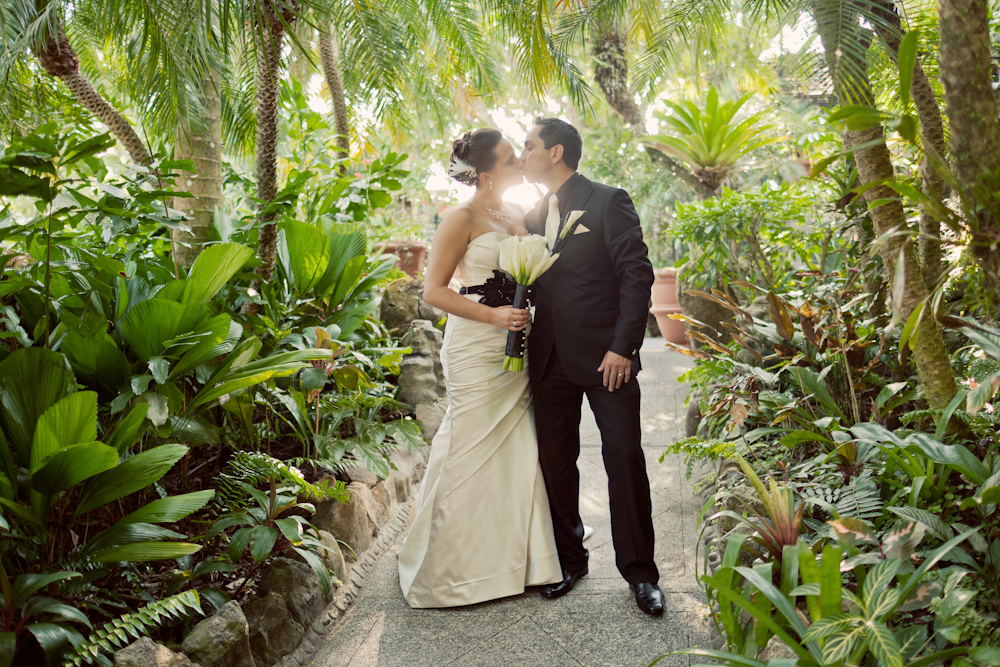 5 Outdoor Wedding Photo Ideas In Los Angeles The Good